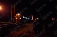 Машинист локомотива приветствует цепь солидарности в Жодино