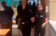 Каратели сегодня вломились в «Додо Пиццу» в Минске