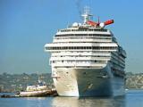 Обездвиженный в Тихом океане круизный лайнер отбуксирован в Сан-Диего
