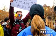 Парламент Албании поддержал перестановки в правительстве после студенческих протестов