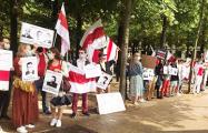 «Держись, Беларусь!»: впечатляющие кадры солидарности из Парижа