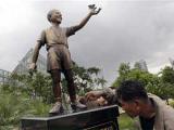 В Индонезии установили статую маленького Обамы