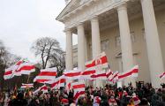 Фотофакт: Сын активиста «Европейской Беларуси» на шествии в честь Калиновского в Вильнюсе