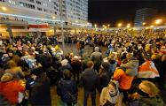 Сотни минчан пришли на дворовый концерт группы Nizkiz