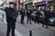 У напавшего на полицию в Париже нашли картинку с флагом ИГ