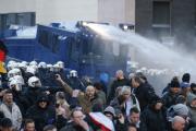 Полиция Кельна водометами разогнала участников митинга против исламизации