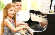 Занятия музыкой в школах Минска будут платными?