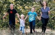 У активистки «Европейской Беларуси» Полины Шарендо власти хотят отобрать детей