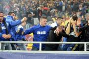 Фанаты напали на полицию на матче отбора Евро-2016 в Румынии (Видео)