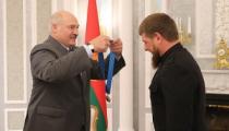 Лукашенко назвал Кадырова братом и вручил орден