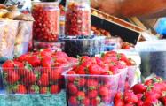 В Минске продают тепличную клубнику под видом грунтовой