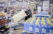 Видеофакт: В России домохозяйки устроили битву за сковородки в гипермаркете