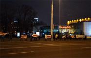 Минчане исполнили «Магутны Божа» у кинотеатра «Беларусь»