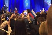 На конференции с участием Трампа устроили провокацию с флагами России