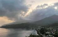 На Карибах началось извержение вулкана