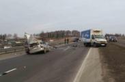 Пенсионер на Ford врезался в стоящий грузовик. Погибли двое.