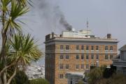 Черный дым из здания консульства РФ в Сан-Франциско привлек внимание журналистов
