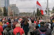 Как выглядело начало шествия по проспекту Победителей