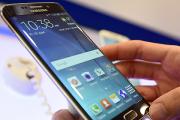 Samsung встроил в монитор беспроводную зарядку для смартфонов