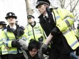 Антифашисты спровоцировали беспорядки в Великобритании