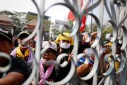 Таиландская оппозиция отключила свет в офисе премьер-министра