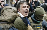 Активисты вытащили Саакашвили из машины СБУ