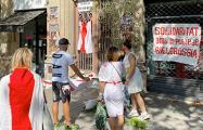Под консульством Беларуси в Барселоне прошел митинг