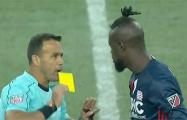 Видеохит: Футболист получил желтую карточку за тверк на поле