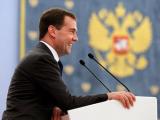 """Медведев пообещал не накладывать """"лапу на интернет"""""""
