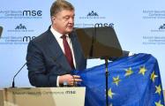 Порошенко продемонстрировал на Мюнхенской конференции флаг ЕC, привезенный из Авдеевки