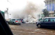 Видеофакт: Автомобиль в центре Минска превратился в дымовую шашку