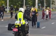 ОМОН на улице Тимирязева в Минске растянул колючую проволоку