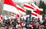 Заряд энергии: минчане с файерами вышли на марш