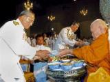 Король Таиланда попал в больницу