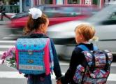 Возле школ массово «переписывают» автовладельцев