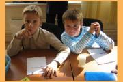 Врачи советуют родителям покупать по два комплекта школьной формы для каждого ребенка