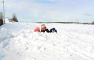 Дом в деревне под Минском засыпало снегом — намело 110 сантиметров