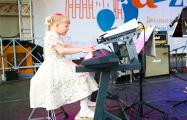 Семилетняя пианистка произвела фурор на открытии «Джазовых вечеров»