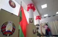 Избиратели активно ставят подписи в списках по выдвижению Лукашенко кандидатом в президенты