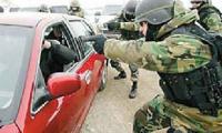 Нетрезвый украинец в гипсе и на костылях пытался угнать сразу два авто