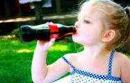 Жителей Минска бесплатно угощают «Кока-колой»