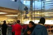 В нью-йоркский Apple Store проник посетитель с мечом