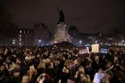 100 тысяч французов вышли на митинги в знак протеста против теракта в Париже