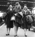 Девушки из клипа 1944 года стали звездами интернета спустя 70 лет (Видео)