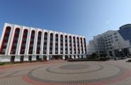 Ноты протеста: Минск недоволен акциями около посольства, Киев считает реакцию чрезмерной