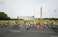 В центре Минска проходит международная велогонка: видеотрансляция