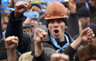 Эксперт: Белорусы устали работать за $200