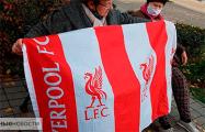Гомельские пенсионерки вышли на протест с флагом «Ливерпуля»