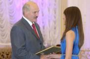 Лукашенко попросил выпускников вузов не искать счастья за рубежом