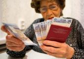 В январе-апреле соотношение средней пенсии по возрасту и средней зарплаты составило 38,3 процента